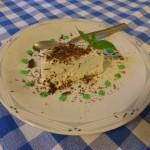 Zimt-Panna-Cotta auf Früchtespiegel
