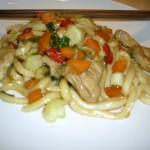 Udon-Nudeln mit Pute und Gemüse