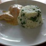Hähnchenfilet mit Reis und Erbsen